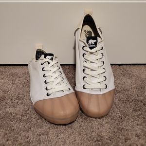 Sorel Ladies Natural Rubber & Suede Sneakers | EUC
